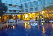 outdoor pool party the wedding by MC Wedding Banna