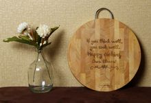 DORA's ENGRAVED CUTTING BOARD by Buna Project
