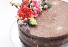 Party Cake - Semi Naked with Imported Flowers by Lareia Cake & Co.