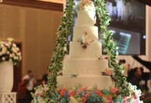 Hanging Cake for SAMUEL & OLIVIA by RR CAKES
