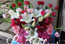 Flower Arrangement Basket & Hampers by Les Fleur Flower Design