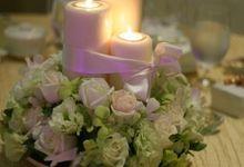White theme at Ritz Carlton by Simply Flowers Pte Ltd
