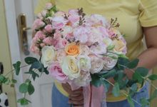 Handtied Bouquets by Les Fleur Flower Design