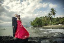 Beach, Flowers, Gardens, Love.. by Foto Wedding Bandung