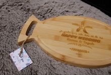 RATNA's ENGRAVED CUTTING BOARD by Buna Project