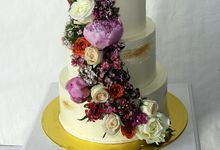 Buttercream Rustic with Fresh Floral by Carousel Moments