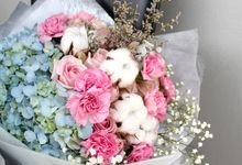 Hand Bouquet by Floraison