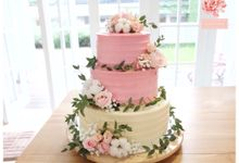 Wedding cake flower decor by Pivoine Flower Shop