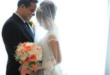 Peach - white wedding bouquet by Ste Florist