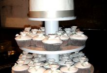 WEDDING CAKE & CUP CAKES by THE ORANGE FRESH BAKED