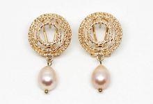 Kendall Pearl Earrings by Trinket Cove