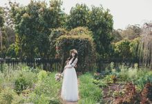 Our amazing garden elopement. by Ginger Lily & Rose Floral Studio