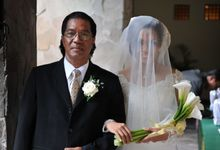 White Bride & Father  Entrance by Alevia Bali