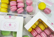Macaroons - Plain or Hand Drawn by Delightfulness Bakery