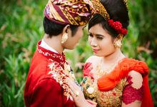 Sweet Balinese Engagement of G & Y by Mariyasa