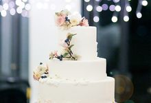 Clients wedding cakes by Winifred Kristé Cake