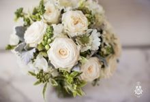 White wedding by Wild Blossom Flowers