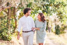 Romantic engagement in tuscany countryside by PURE wedding photography