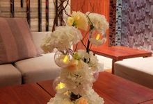 Wedding Dinner Flowers and Decor held in The Gallery at the Grand Hyatt by Floraphil