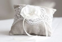 Ring pillows and ring boxes by Weddingbliss