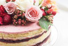 Party Cake - Naked Cake with Fresh Flowers by Lareia Cake & Co.