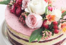 Party Cake - Naked Cake with Fresh Flowers by Lareia Cake & Co.
