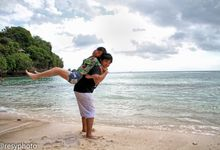Cisca and Bian Outdoor Prewedding by Resy Photography