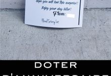 Doter Anniversaire  Limited Edition Blue Daisies with Carte by Floral Story Int