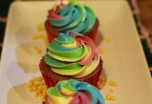 Wedding Cake and Cupcakes by Ika Bali Cake