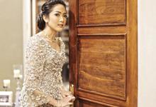 Adinda Kuntadi Engagement kebaya by BOH!?