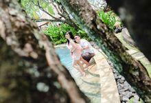 Yotam & Viana Holiday Photo Shoot by Triaji Jati Photography