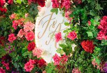 A Rose Garden themed wedding at the Ritz-Carlton Hong Kong by The Wedding Company