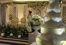 Wedding Cake by GRAND PACIFIC HOTEL