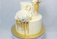 Floral Botanical Wedding Cake by Orange Maple Bakery