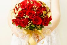 Red theme wedding by Rossely's Florist