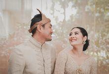Adimaz Pramono and Niken Anjani Akad by SVARNA by IKAT Indonesia Didiet Maulana