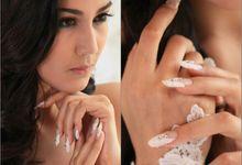 White 'n Swarovski Nails by Florency Nailart