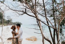 Indah and Meidi Couple Session by 83photostudio