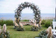 Cliff Wedding Decoration by Konsep Sejiwa
