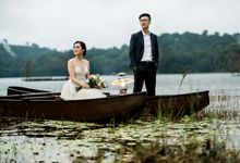Dancing in The Rain Prewedding Destination Weizhi and Jiemin by Saint Voyage Gallery