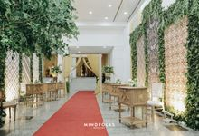 DEKORASI MEJA PENERIMA TAMU 10F by  Menara Mandiri by IKK Wedding (ex. Plaza Bapindo)