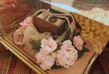 Premium Gold berkaki  by amy