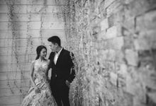 Passionate Indie Style Beach Prewedding in Bali by fire, wood & earth