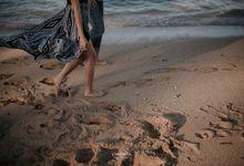 Fun on the beach with Anggi & Satria by Cariosan Photography