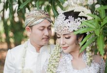 Intimate Outdoor Akad by Shine Bridal & Photography