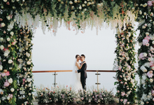 Glamorous Wedding at the Cliff of Uluwatu by AVAVI BALI WEDDINGS