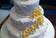 3 tiers wedding cake with frangipani flowers by The Chocolate Land