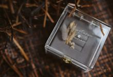 Ring Box with dried flowers  for Anastasya & Julian engagement day by Box & Vow