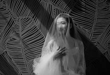 Modern White International Wedding by SLIGHTshop.com