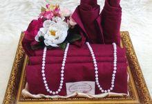 Desain Lux Flower Tema Warna Gold by Berdua Seserahan